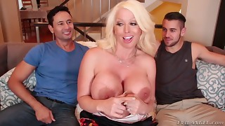 Playing with cocks, boobs, pussy holes and asses! Play with all in HD Bisexuals!
