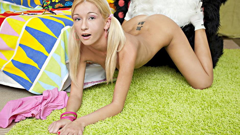 Tomb raider movie girl naked