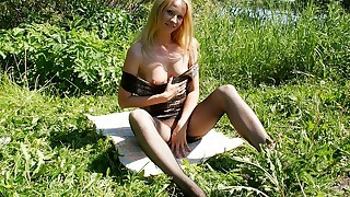 Hot outdoor sex with sassy babe