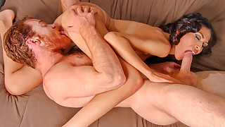 James fucks Heather before unleashing jizz all over her face