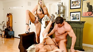 Super hot Brittney Amber shares a big load with..