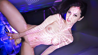 Juicy Maria Ozawa uses lights and a vibrator to fill her pussy