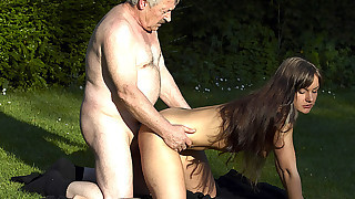 Old bitches know what to do with deep pussy fucking