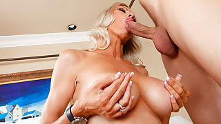 Sexy Cougar Emma Starr gets hot and horny for..