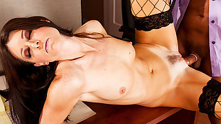 Sexy hottie India Summer gets her cunt to work hard