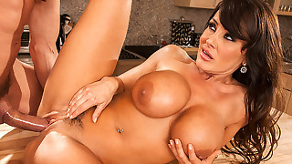 Sexy cougar Lisa Ann loves to fuck a young cock