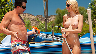 Sexy lady Jessie Rogers is in love with extreme..