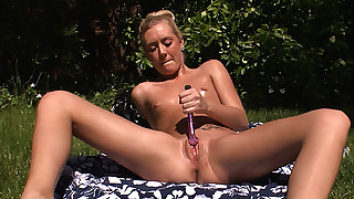 Cumming intense for the extra beautiful Roxxi Silver