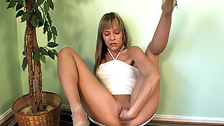 Big cock dude loves to drill the hot pussy of dreamy babe