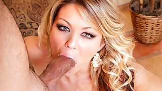 Naughty Girl Has Her Mouth Full! Watch Her..
