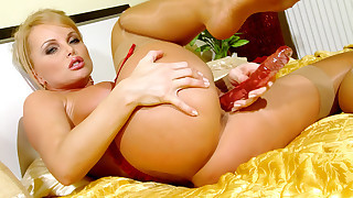 Silvia Saint having fun with her pink double..