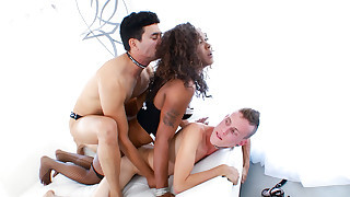 2 white guys and one ebony tranny have a all..