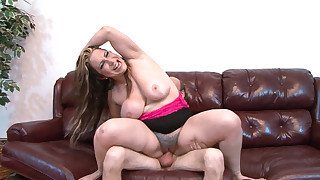 Horny Milf Likes rock concerts the lead to slurping on cock