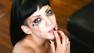 Inked hotty Asphyxia Noir likes receiving a..