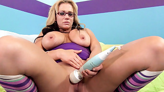 Foxy whore Brianna Brooks is masturbating with toy