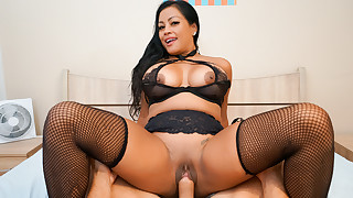 Horny Asian MILF Maxine X Squirts Through Two Sets of Sheets
