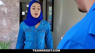 Mini Muslim Makes a Deal
